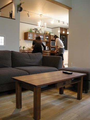 Mさま邸のソファの前に置くテーブル.JPG